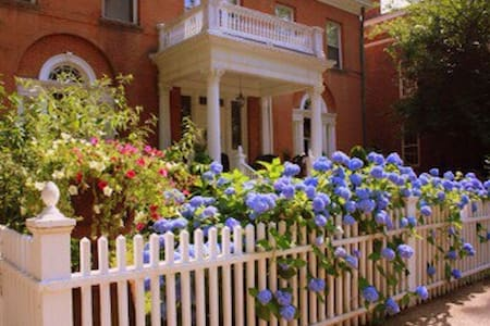 """Amadeus G.H.  """" Rose Garden Studio"""" - New Haven"""