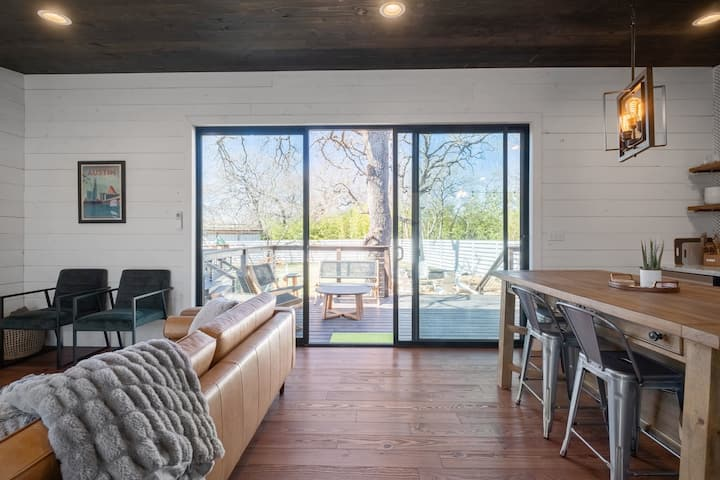 Unique Luxury Cabins Two Blocks from Lake Austin!