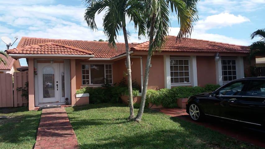 CASA HOGAR DON CHICHI - Miami - Haus
