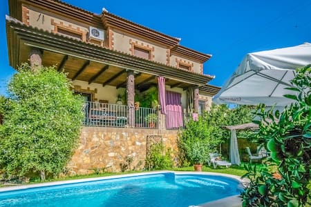 Holiday cottage with 4 bedrooms on 180m² in Cuevas de San Marcos