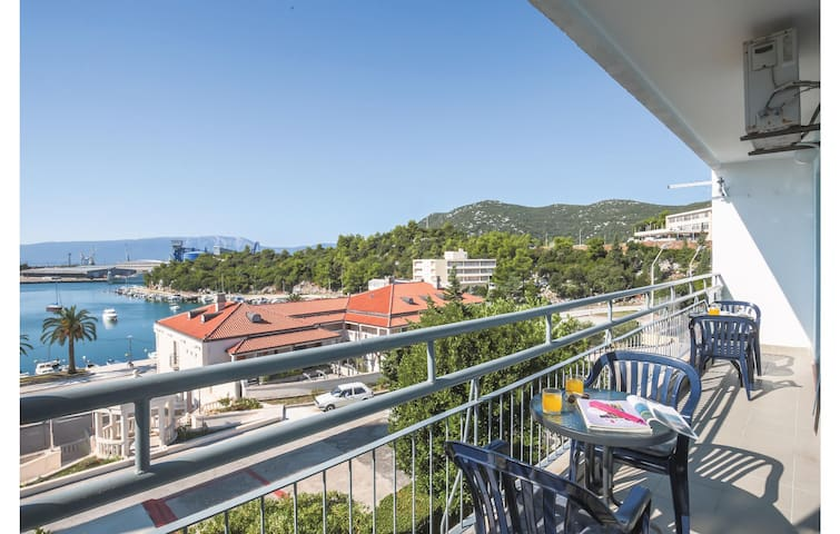 Holiday apartment with 2 bedrooms on 62m² in Ploce