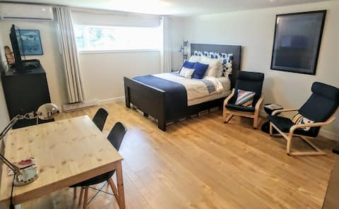 Private Suite - Downtown Dartmouth / Lake Banook