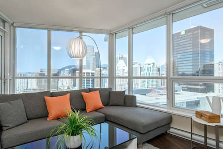 FIRST CLASS LUXURY LIVING IN DOWNTOWN CITY CENTER - Vancouver