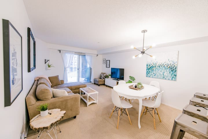 2 BDRM + DEN Contemporary Condo @ Lake Windermere