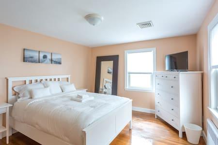Charming, Cozy, Convenient Home - Boston