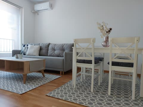 T&F Apartment-Modern & new-free indoor parking