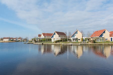 Vakantiehuis a/h water in Terherne - Terherne