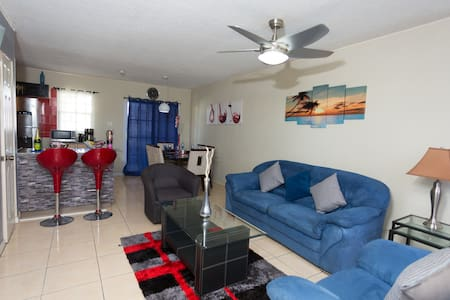 The Oasis - Portmore - Haus
