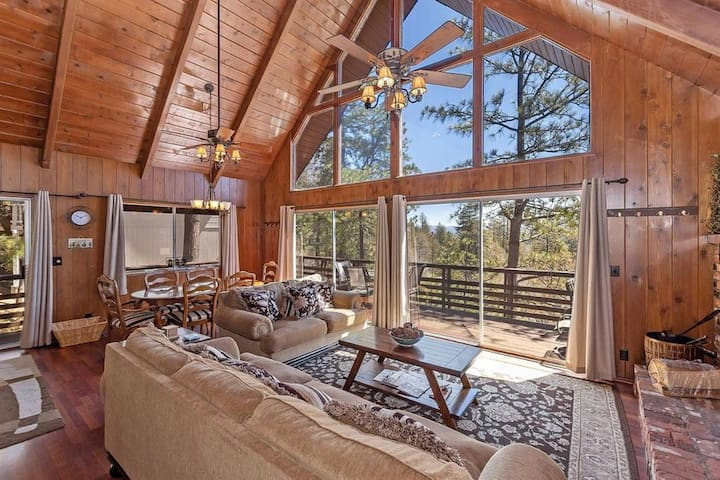 Comfy Cozy Lake Arrowhead Retreat