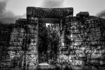 Ο θολωτός τάφος του Μινύα από το εσωτερικό του. Σε απόσταση 300 μέτρων από το στούντιο.