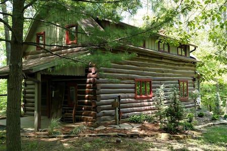 Simple Blessings Cabin - Bloomington - Blockhütte