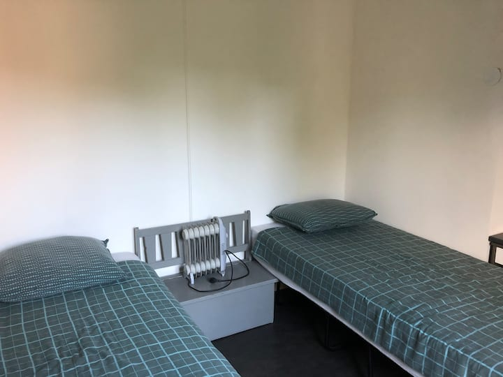 2 single beds, incl quantum 8d therapy