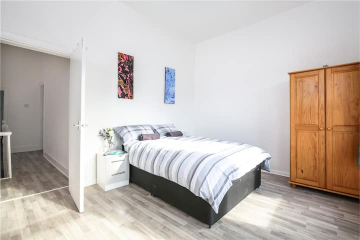 Beautiful, Bright & Cosy 3 Bedroom Home Liverpool.
