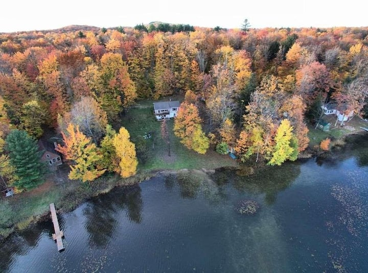 MASTERS RETREAT (by Pictured Rocks) WIFI, dog-friendly lakefront cottage