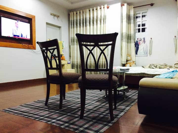 SPACIOUS MASTER ROOM 350 SF, AC, WC, KITCHEN, WIFI