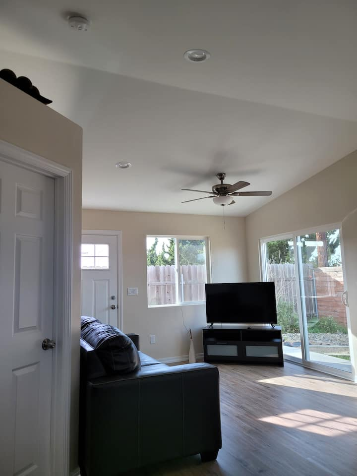 Comfy, independent 1 bedroom guest suite in Orcutt