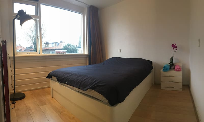 1ps room 15mins from haarlem center