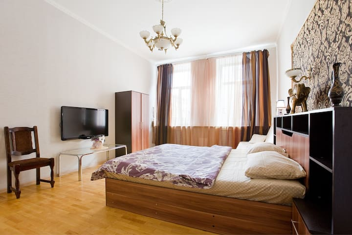 Luxury 3br apartment, two steps from Palace Square