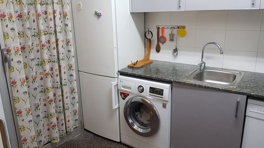 fully equipped kitchen so that you do not fslte anything during your stay in Barcelona.