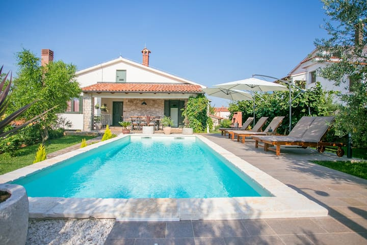 Comfortable Villa Marinela with Pool and Garden