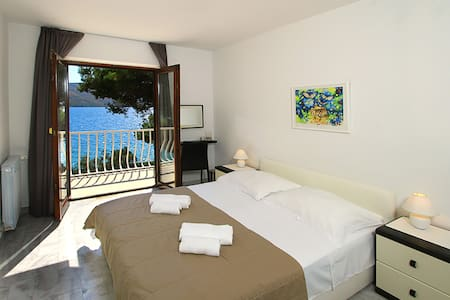 Luxury villa next to the beach with a great view - Seget Vranjica