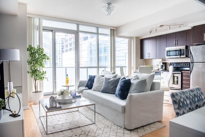 Maple Leaf Sq. +Patio - 1BR + Sofabed - Jays, MTCC