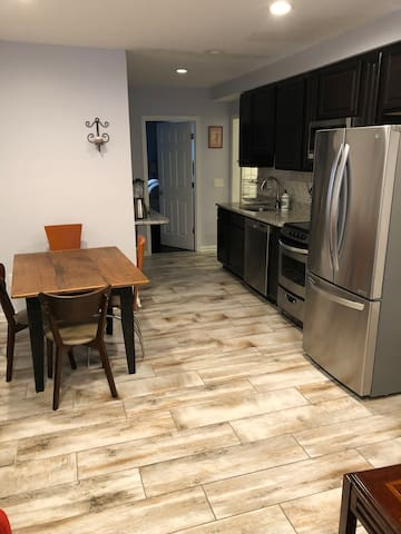 2BR-2BA Bsmt Apt-Columbia Heights-Central Location
