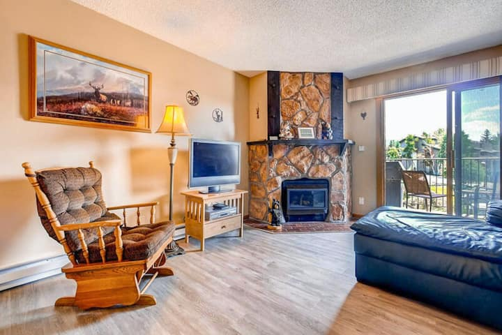 Lovely upgraded mountain condo w/ fireplace & private balcony - ski-in/ski-out