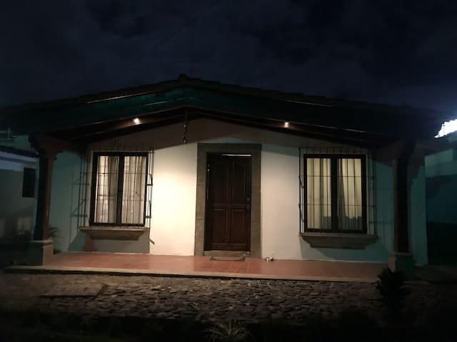 Los Cardenales Antigua Guatemala