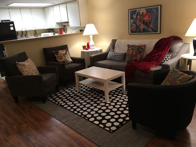 Cheery home, great location - Lakewood - Condominium
