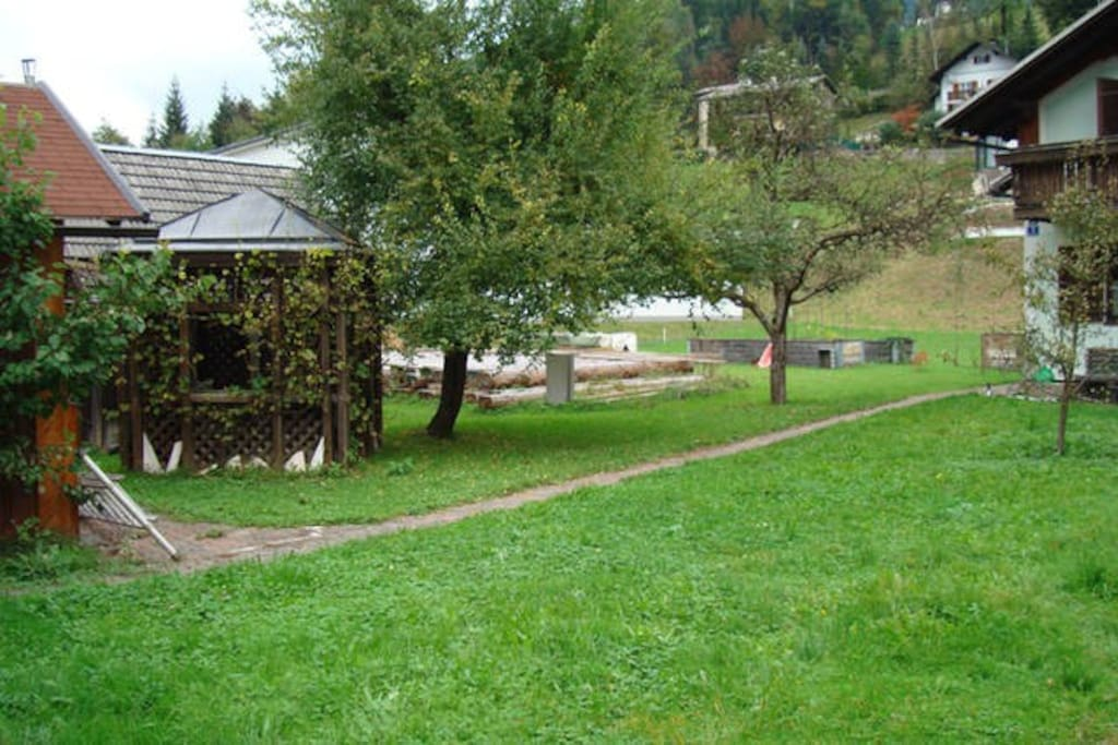summer Pavillon left