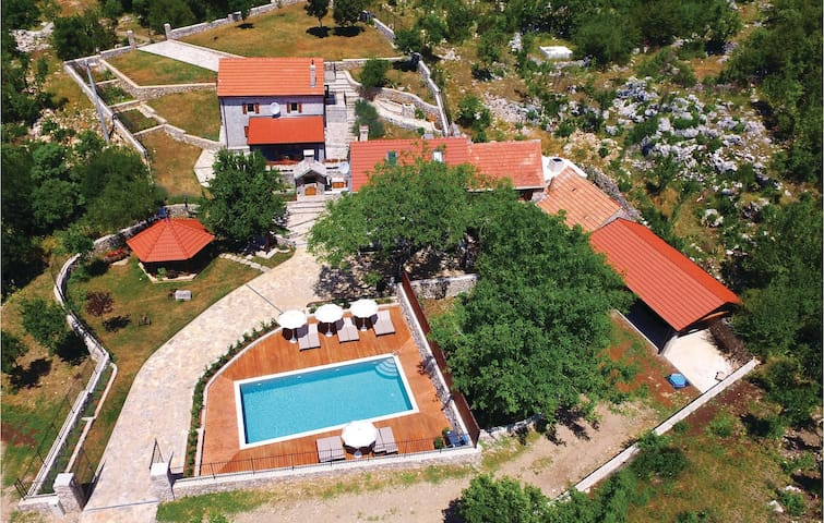Holiday cottage with 3 bedrooms on 168 m²