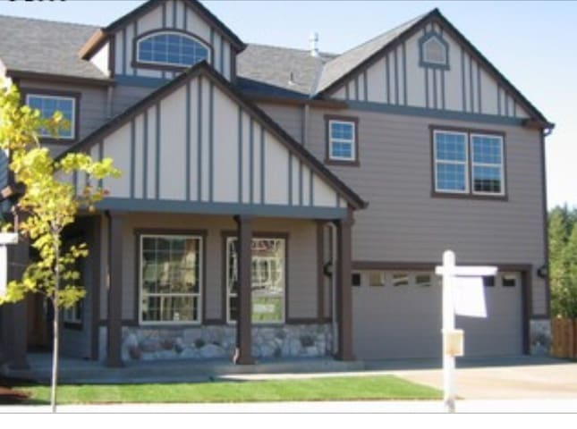 Beautiful Home in Happy Valley - Portland - House
