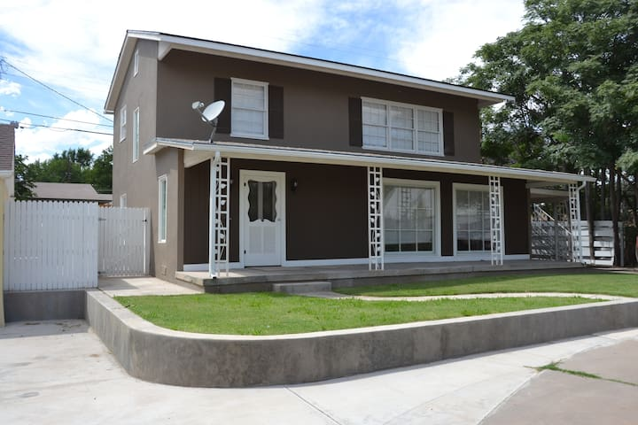 Historic Distric Remodeled 3  Bed2  Bath Sleeps 8 - Roswell - Appartement