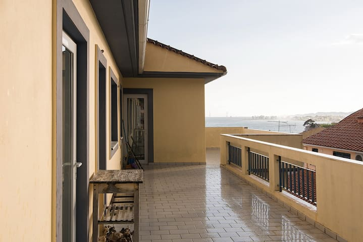 Small one-bedroom with a view to the sea - Nafpaktos - Appartement