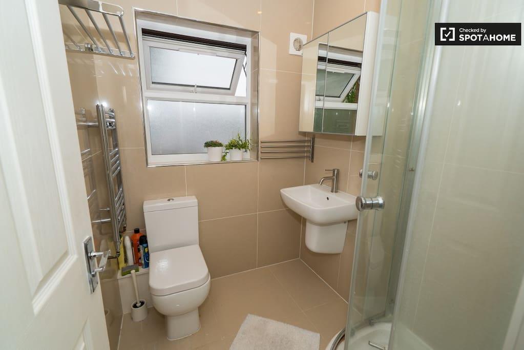 共享的浴室 shared shower room