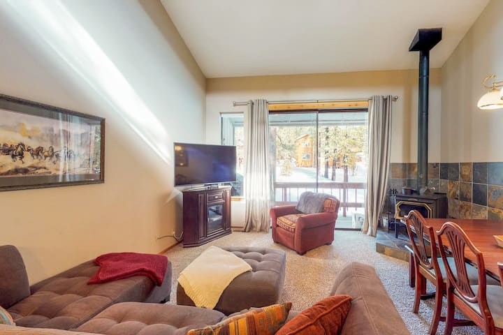 Welcoming condo near golf course with shared pool, hot tub, tennis, and more