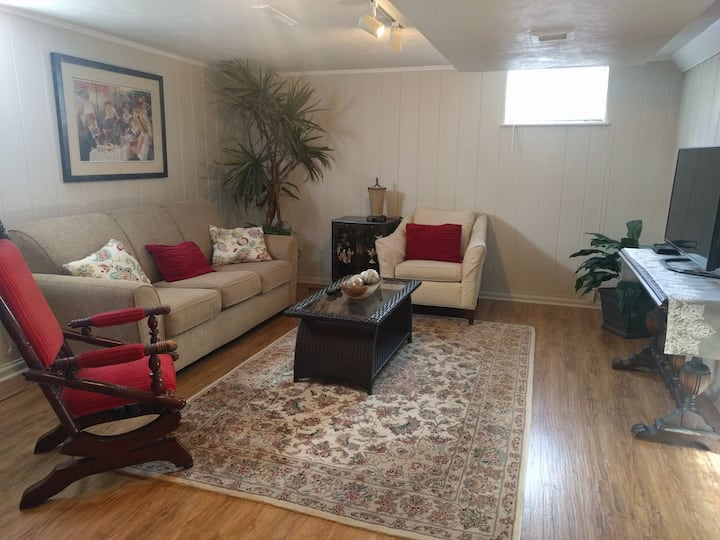 Covid Clean Lower Level Getaway Close2River&Parks
