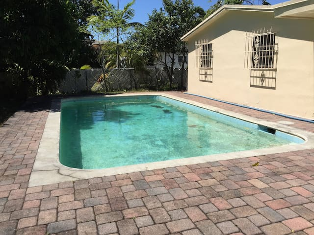 6000 House with pool in Fort Lauderdale-FL