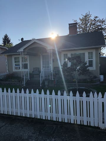Cutest  little house in Cottage Grove, Oregon