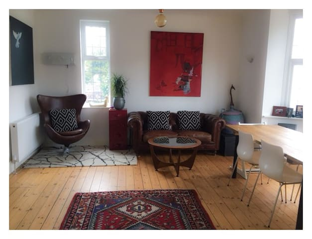 Large ensuite room in large, beautiful home - Margate - Dom