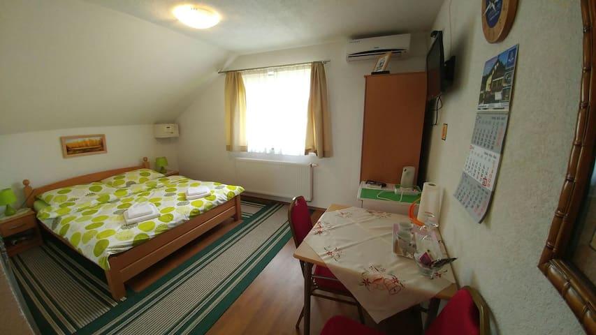 House Mijic Plitvice Lakes-Room No5 - Korenica - Ev