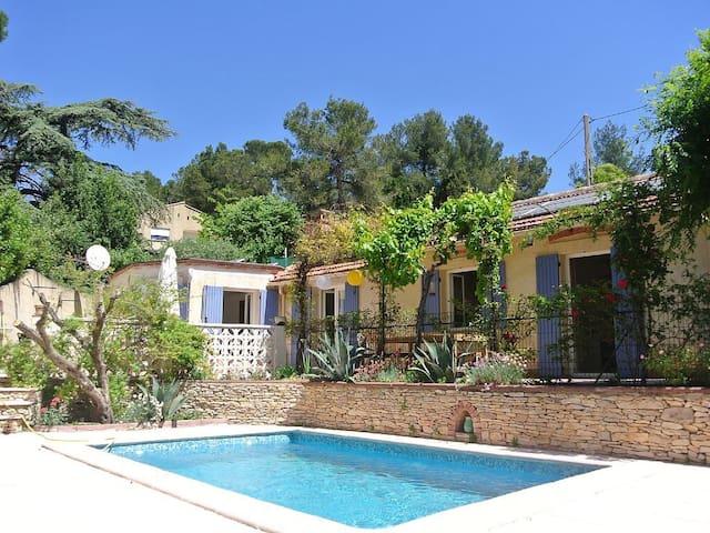Charmant mazet avec piscine au calme et proche cv - Nîmes - Casa