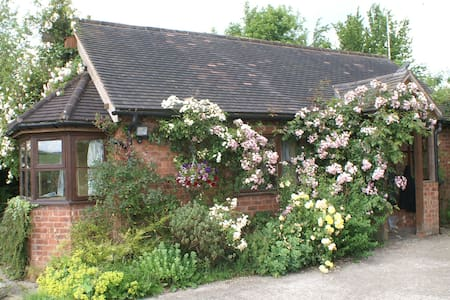 Detached, converted cowshed in Shropshire Hills - Minsterley - 獨棟