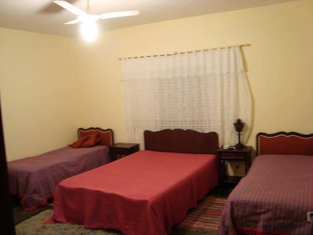 Quarto Principal (suite) - Cama de Casal + 2 Camas de Solteiro