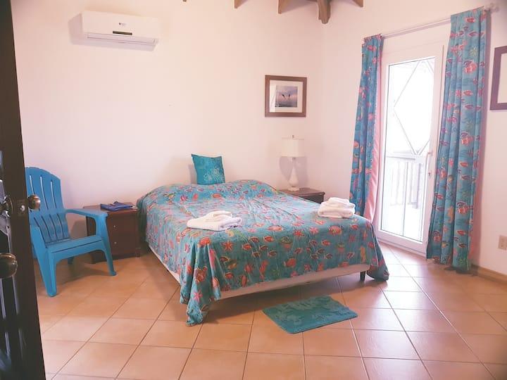 Room 6 - Double Room - Queen Bed