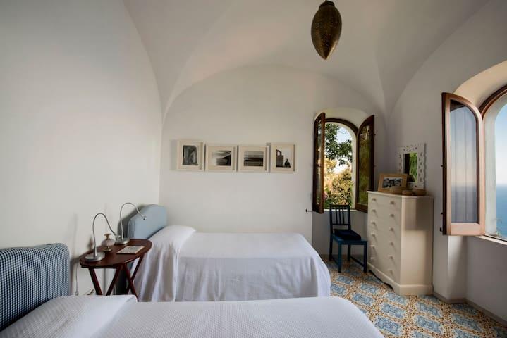 Sleeping room with 2 single beds