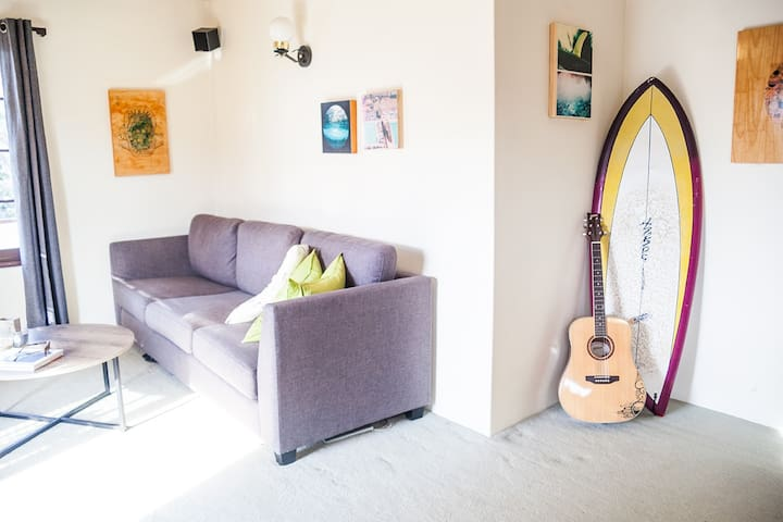 Feel free to help yourself to our surf board and guitar during your stay!
