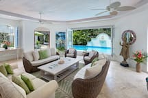 Villa Des Anges Barbados stroll to beach - Superb
