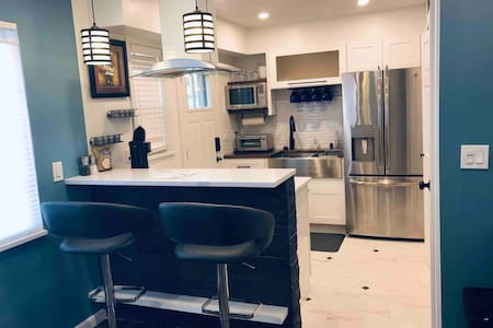 Luxury Condo near waterfront and Golf course